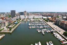 Proef het Eilandje / Met Proef het Eilandje ontdek je het oudste havengebied van Antwerpen.  De vroegere 'nieuwstad' heeft sinds zijn ontstaan in 1550 veel veranderingen ondergaan.  Tijdens de wandeling Proef het Eilandje neemt de gids u mee langs de belangrijkste bezienswaardigheden.  De deelnemers worden getrakteerd op een stukje geschiedenis, de ontwikkeling van het Eilandje, de rol van Napoleon en zijn drijfveer om er dokken te laten aanleggen.