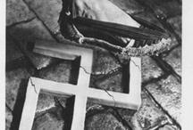 Artista: Pere Català / Pere Català Roca es el de un virtuoso ciudadano entusiasta de su tierra, su país, su historia, defensor incondicional de la fotografía, de su evolución, de sus técnicas, de sus posibilidades, que defendió a través de centenares de conferencias e innumerables artículos aparecidos en la prensa y en publicaciones especializadas y diccionarios.