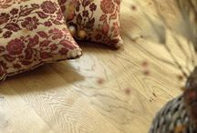 Venables Oak: flooring / Venables Oak oak flooring is produced from kiln dried material. It is machined with tongued and grooved edges and has stress relieving grooves to the underside to keep it flat.