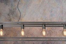 Grijze hanglampen / Grijze lampen zijn vaak goed te combineren met het interieur. Industriële lampen met een grijze kleur geven de lamp vaak een extra stoere uitstraling.