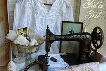 Vintage sewing machines - Display, creative ideas, decor.