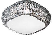 Lampy Sufitowe / Tradycyjne lampy sufitowe zaprojektowane są według powszechnie stosowanych wzorów, obecnych w każdym domu. Skierowane są do osób ceniących sprawdzone rozwiązania we wzornictwie użytkowym. Lampy sufitowe designerskie z kolei stworzone zostały z myślą o osobach szukających zawsze i wszędzie sposobu na wyrażenie siebie. Każdy indywidualista znajdzie wśród tych produktów coś co sprosta jego oczekiwaniom.
