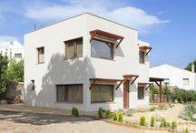 """Casa Begues / Vivienda con diseño bioclimático, estudio geobiológico y siguiendo los parámetros del feng shui tradicional. Calificación energética """"A"""" (máxima eficiencia energética)."""