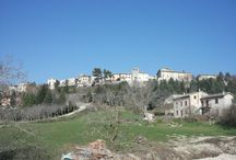 Italia in Pin Umbria / Un progetto collettivo, 92 persone, 92 luoghi, 92 visioni frammentate di una sola terra, un prodotto collettivo ottimale nasce da tante libere individualità coordinate con metodo.