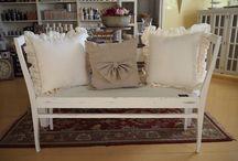 Puuseppä/Lugnet Life & Living / Meiltä löydät myös upeat puuseppämme tekemät huonekalut. Meiltä on myös mahdollisuus tilata huonekaluja mittatilauksena - tiedustele rohkeasti!