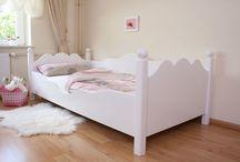 Kinderbett weiß / Das Kinderbett weiß Exklusive in zwei Ausführungen in massiver Bauweise in drei Größen