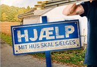 """HJÆLP mit hus skal sælges / I TV3's programserie """"Hjælp – mit hus skal sælges!"""" skal to boligeksperter hjælpe seks forskellige familier med at gøre deres huse salgsklare – på kun to dage. Det er købers marked på boligmarkedet, så der må tages kreative midler i brug, når køberne ikke ligefrem står i kø."""