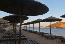 Petra Beach - Patmos Island / Patmos Adası'nda bir çok plaj var. Rahatlık ve konfor arayanların doğru adresi Petra Beach.