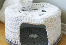 Crochet Patterns for Pets / Do you love spoiling your furry friends? Why not make a cute sweater, snuggly blanket or toy for your pet?