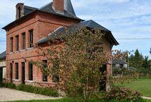 Manoir Normand / conserver un style authentique tout en y ajoutant une touche résolument contemporaine L'Agence Apolline Terrier a rénové entièrement cette maison en Normandie
