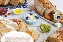 Brood dat borrelt / Lekker hapjes voor bij de borrel? Denk eens aan brood als borrelhapje! Bij een goed brood (van de Meesterbakker), gesneden in grove stukken heb je alleen nog wat lekkere belegjes nodig en klaar is je borreltafel.