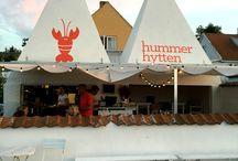 Hummerhytten / Mad med solnedgang og havluft!  Vi har længe snakket om, at vi ville prøve at spise på Hummerhytten, som er en udendørs restaurant. En dag da vejret var fint, tog vi en hurtig beslutning og fik reserveret bord