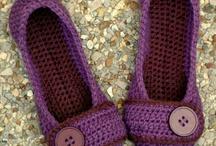 slippers met button