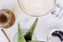 Spécial peau sèche : les baumes au karité / Les peaux sèches ont besoin de réconfort et de retrouver leur équilibre grâce à un apport d'actifs végétaux. Les baumes au beurres végétaux, les huiles essentielles et d'huiles végétales spécifiquement sélectionnées redonnent aux peaux sèches une sensation de confort immédiat et leur permet d'être aussi mieux protégées.