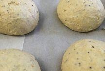 Panino gourmet? / Basta un pizzico di fantasia, ingredienti di qualità combinati tra loro con creatività ed ecco il nostro panino. Impastato con farine ai cereali, fatto riposare e cotto, farcito con baccalà affumicato, provola di Agerola, pomodorini del Vesuvio e una foglia di insalata. Ecco una delle specialità che abbiamo preparato ieri. Il panino è anche da asporto (chiamando al 081 8991843/ 333 2963740), Siamo certi che anche questa nuova proposta sarà per voi un viaggio di sapori emozionante.