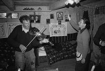 Niestandardowe trzymania skrzypiec u wiejskich muzykantów