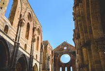Love Session in San Galgano Abbey, Tuscany
