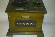 Radios 1920 - 1930 / Radios de diferents marques dels anys compresos entre 1920 i 1930.