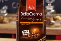 """Unbedingt kaufen / der etwas """"andere besondere"""" Kaffee......mit Kakaonote,  mit Keksen oder Kuchen kommt das Aroma noch mehr hervor, lecker und gut verträglich,  obwohl er ja kräftig  und zartherb hat er wenig Säure. das heißt: kein Sodbrennen, perfekter  Kaffee, wenn man Kaffee liebt und mal etwas besonderes sucht, dann ist diese Sorte von Melitta genau richtig."""