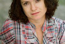 """Rita Oliveira - BOOK / Estudou no curso de formação de atores da EAD/USP (Escola de Arte Dramática da USP) e no conservatório Carlos Gomes de Campinas. É pedagoga, brinquedista e pós graduada em Educação Infantil.     Atualmente está circulando pelo país com o espetáculo: """"Anonimato e morte de Doralinda linda por demais, linda de frente e linda de trás"""", com a Cia de Teatro São Genésio."""