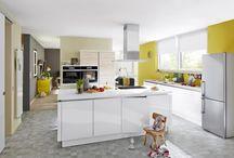 Wohnen mit Weitblick / Umbau: Kochen & Wohnen - Zwei Räume werden zu einem. Durch das Verbinden von zwei Räumen zu einem kombinierten Koch- und Wohnbereich bekommt ein 70er-Jahre-Haus den gewünschten modernen Look