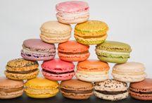 Collection Macarons / Aussi bon que beaux, nos généreux macarons se déclinent en 18 parfums classiques, gourmands, exotiques et originaux pour régaler vos palais!
