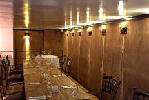 De Kleine Colvenier / In De Kleine Colvenier wordt een hoofdschotel vis of vlees geserveerd voor 20 euro. Dat kan een gegaarde kalfsschouder met pepersaus zijn, verse Schotse zalm met tomaten-kruidenboter of een gekonfijte eendenbout.  Wij proefden de op vol gebakken kabeljauw op Normandische wijze; met botersaus garnalen en groentjes. Tegenwoordig willen de mensen vaak een eenvoudig gerecht, gezond en lekker voor een democratische prijs. Met deze nieuwe formule speelt Patrick van Herck in op de nieuwe trends.