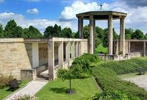 """Památník Lidice / """"Areál Lidice"""" byl prohlášen kulturní památkou 30.3.1962 (Usnesení vlády ČSR č. 251/62). Nařízením vlády č. 262/1995 Sb. byl 16.8.1995 prohlášen za národní kulturní památku."""