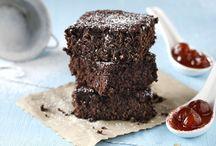 "Brownies με κερασι γλυκο και ζαχαρη αχνη.""Ακης"""