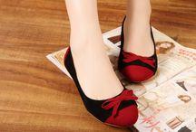 Woman's Flat Shoes / Papan Ini berisi Koleksi Foto-foto Sepatu Flat Favorit Althea yang dapat dipesan <3
