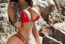 Hot Babes & Curvy Bitches
