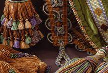 Collections passementerie / méridienne habillée de la collection Siècle des Lumieres de DECLERCQ PASSEMENTIERS  par le tapissier LEINIS - passementerie - trimmings