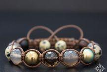 Bracelets (náramky)