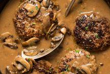 Salisbury steak mit Champignons und zwiebeln