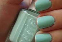 nails / by Fernanda Urtaza
