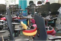 Bürostühle und Arbeitshocker in der Produktion / Aus unserem Alltag