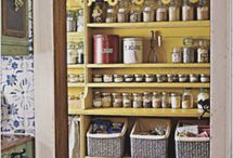 Kitchen & Pantry Organization / making your kitchen more efficient and tidy so you'll love being in it