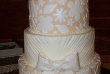 Wedding Cakes (pulled lace) / Delicate design of piped buttercream, pulled to replicate lace.