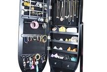 Aynalı Takı Dolapları / Artık takılarınızın dağılmasına son! Şık ve kullanışlı takı dolabınızla hem makyajınızı tazeleybilir hem de takılarınızı düzenleyebilirsiniz.