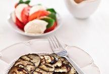 Bakłażan / Przepisy na dania, których głównym składnikiem jest bakłażan. http://pozytywnakuchnia.pl/pomysl-na/baklazan/