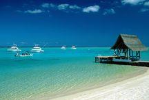 Aujourd'hui, cap sur l'île Maurice / Vous ne vous lasserez pas de l'eau turquoise de l'océan Indien, de la douceur du vent dans vos cheveux et de l'odeur du sable chaud sur votre peau bronzée par un soleil qui ne s'arrête pas de briller tout au long de la journée ! http://bit.ly/1f9iFnA