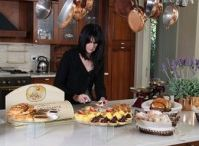 Belle's Blog / Belle's has always had a passion for beautiful food that not only tastes delicious but looks unique - now you can read all about Belle's on our blog!  From owner Linda's home life and travels to where she finds the inspiration for the delicious delights you see in the shop.