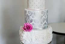 Luxury vintage wedding cake & sweetbar