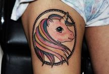 Γυναικεια Τατουαζ / Women tattoo by Acanomuta Tattoo Studio. O Tattoo artist Μάνος θα επιμεληθεί το γυναικειο τατουαζ σας με ιδιαιτερη προσοχη και θα δημιουργησει ένα απίστευτο έργο τέχνης – tattoo πάνω σας.
