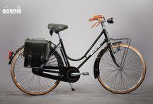 Biciclette City Bikes / Comoda per la quotidianità e il tempo libero, è pensata per offrirti il massimo confort nelle tue passeggiate. Tutti i cicli da noi realizzati e visualizzabili in questa pagina, rappresentano un cliente con caratteristiche fisiche diverse. Personalizziamo biciclette su misura per voi.