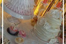 Batizado da Lara: Asas de Anjo / Batizado da Lara e Casamento Márcia e Vitor! Foi na Escola Hoteleira que se comemorou a união de um amor realizada nesse dia, como também o Batizado de um Anjinho chamado Lara! Rosa, Branco e Dourado, foram as cores escolhidas para pintar esta mesa.