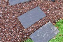 Minéral au jardin / Dalles et bordurettes en pierres, graviers et galets... Le mariage du minéral et du végétal fait merveilles. Voici quelques idées pour votre aménagement de jardin