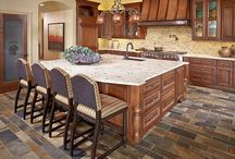 Kool Kitchens / Beautiful and functional lighting design ideas for the kitchen and dining area.