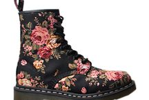 Shoepaholic / by Iana Peralta