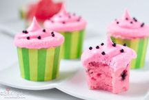 Food..Cupcakes / by Christine Campbell